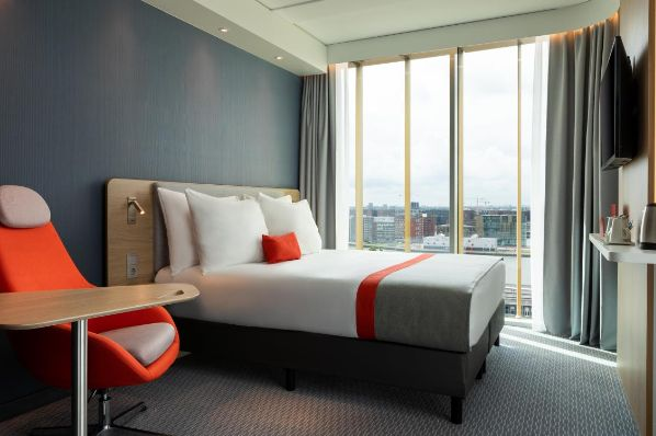 IHG opens Europe's largest Holiday Inn Express in Amsterdam (NL)
