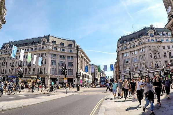 UK shoppers remain nervous about returning to high streets (GB)