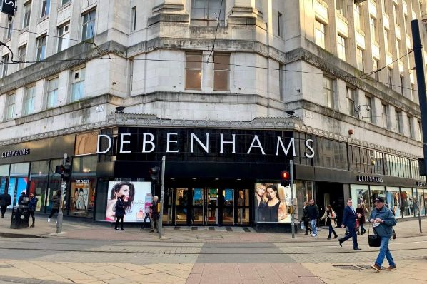 Debenhams goes into liquidation, putting 12,000 jobs at risk (GB)