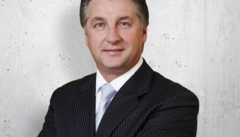 CENTRAL EUROPE Pecik stays on as Immofinanz CEO