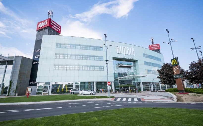 SLOVAKIA EUR 229.5 mln to refinance Aupark