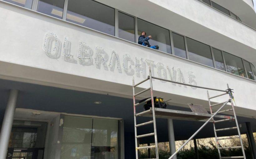 CZECH REPUBLIC New office supply dries up in Prague